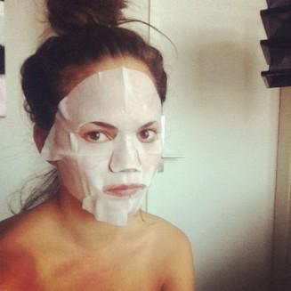 Chrissy-Teigen-posed-camera-SK-II-face-mask